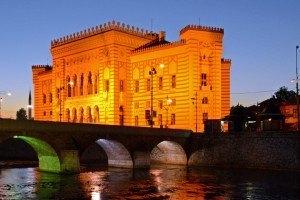 Sarajevo. Puente y Biblioteca. Portada (2)