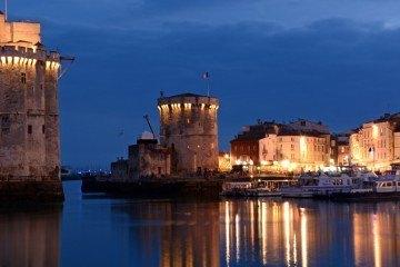 Portada La Rochelle. Puerto Viejo y Torres. Noche