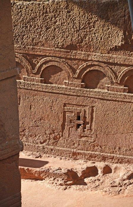 Grabados en las paredes de la Capilla de Bet Mikael