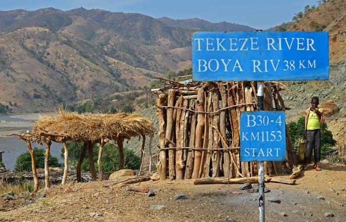 Cruzando el Río Tekeze