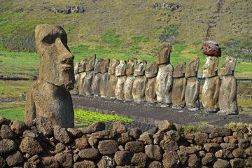 """El """"moai viajero"""" y sus 15 antagonistas en Tongariki"""
